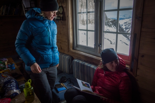 The Baugen hut is very cosy. Bring your binoculars and check which routes are dry. There is also a lot of interesting things to read and topos you can borrow.